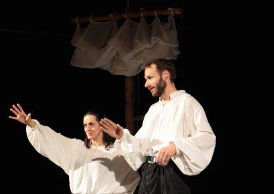 Photo d'une scène du spectacle L'atlantide - de la compagnie Mascarille. Diaporama de la page https://mascarille.net/latlantide/