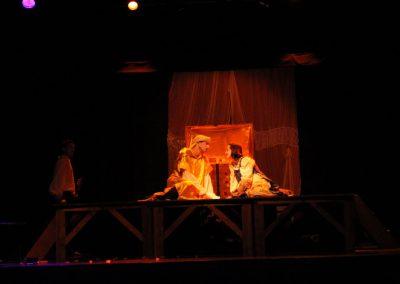 Photo d'une scène du spectacle l'Étourdi - pièce de théâtre de Molière, mise en scène par la compagnie Mascarille