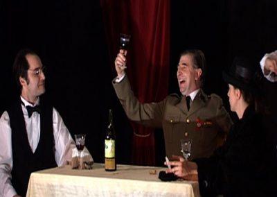 photo d'une scène de SS avec S, pièce de théatre de la compagnie Mascarille. Photo du diaporama de la pièce.