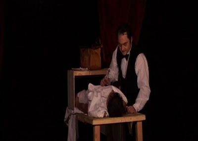 scène de la pièce de théâtre SS avec S de la comagnie Mascarille. Image extraite d'un diaporama de scènes de la pièce.